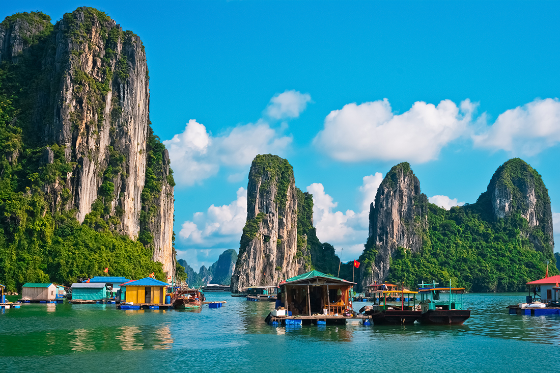 Floating fishing village, Halong Bay, Vietnam, Southeast Asia